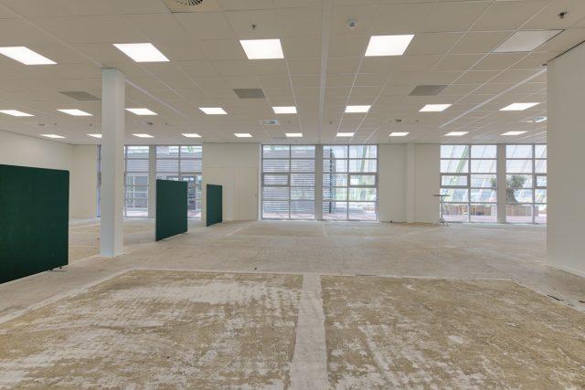 0.17 kantoorruimte met veel daglicht en ledverlichting